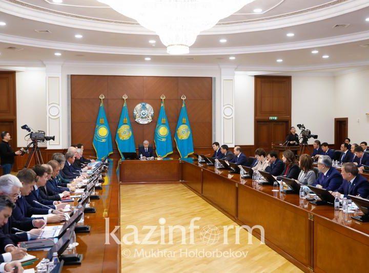 Президент төрағалығымен Үкіметтің кеңейтілген отырысы өтіп жатыр
