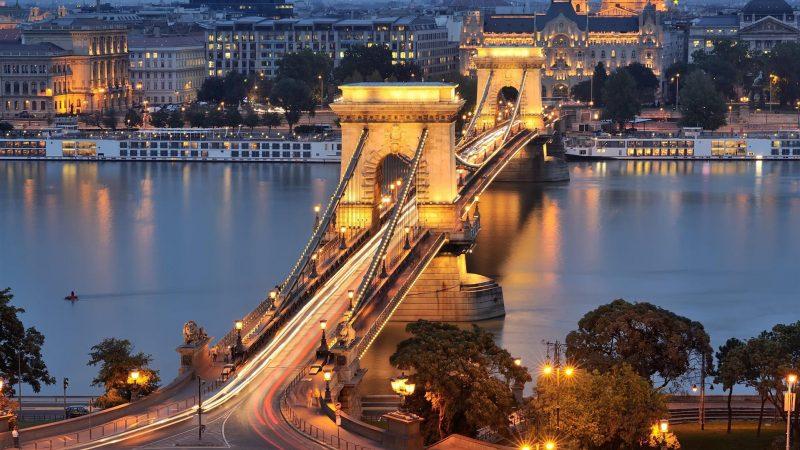 Будапештте, Братиславада — Абай орталығы