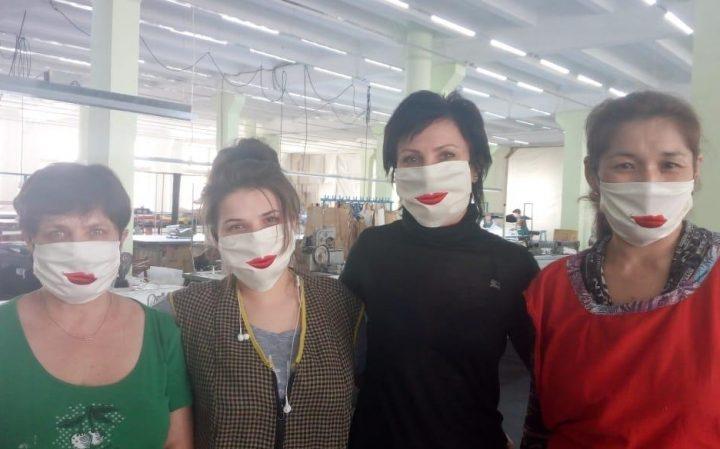 Абай қаласындағы тігін фабрикасы ерекше маскалар тігуде