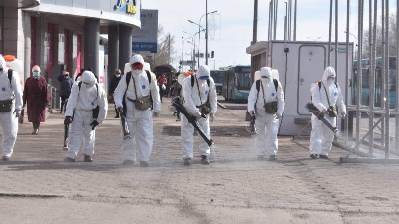Қарағандылық әскерилер қала көшелерін зарарсыздандыруда