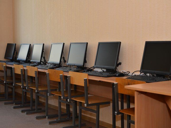 Мектеп балансындағы компьютерлер мен планшеттер кімге беріледі?