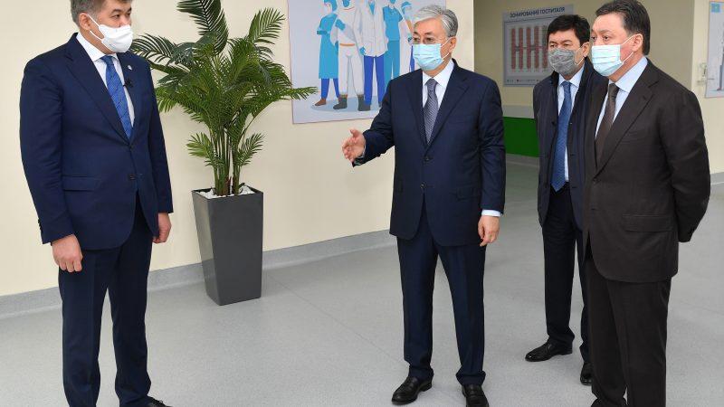 Қасым-Жомарт Тоқаев Нұр-Сұлтан қаласындағы модульді жұқпалы аурулар ауруханасына барды