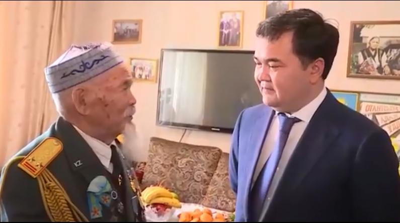Қарағанды облысының әкімі Жеңіс Қасымбек ардагерлерді құттықтады