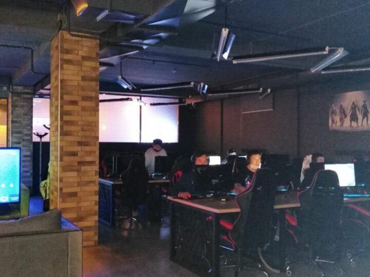 Қарағандыда карантин кезінде компьютерлік клуб пен караоке жұмыс істеді