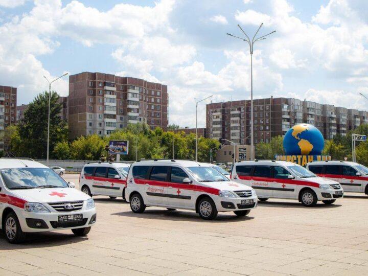 Ерлан Нығматулин, Давид Кемертелидзе және Жармұхамед Аппаз Қарағанды облысының емханаларына көлік сатып алды