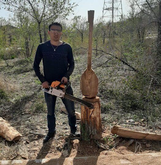 Қураған ағаштан – келісті мүсін