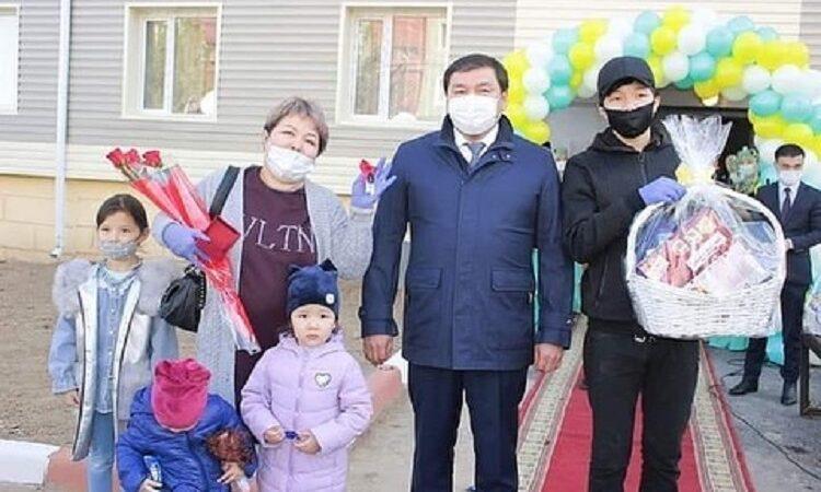 Сәтбаев қаласында көпбалалы отбасыларға пәтер кілттері табыс етілді